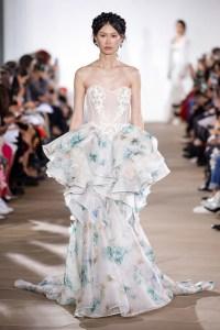модное свадебное платье в цветах 2020