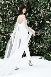 свадебный наряд с брюками модный свадебный тренд 2020 - брюки и шлейф