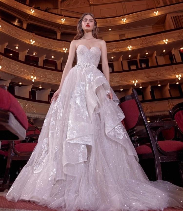 6cff4b09e42 Главные тенденции свадебной моды и самые модные платья 2020 -