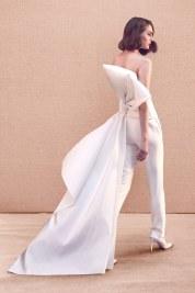 модный свадебный тренд 2020 - брюки и шлейф