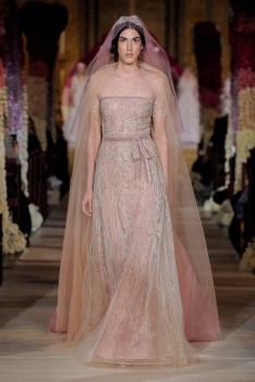модное розовое свадебное платье 2020 reem acra