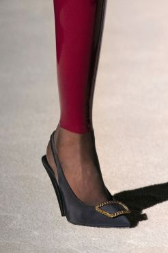 модная женская обувь 2020 тенденции весна лето туфли с пряжкой