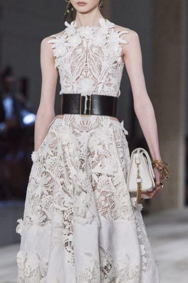 платья 2020 тенденции платье крючком