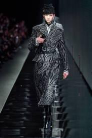 модное двубортное пальто мужского кроя 2020 2021
