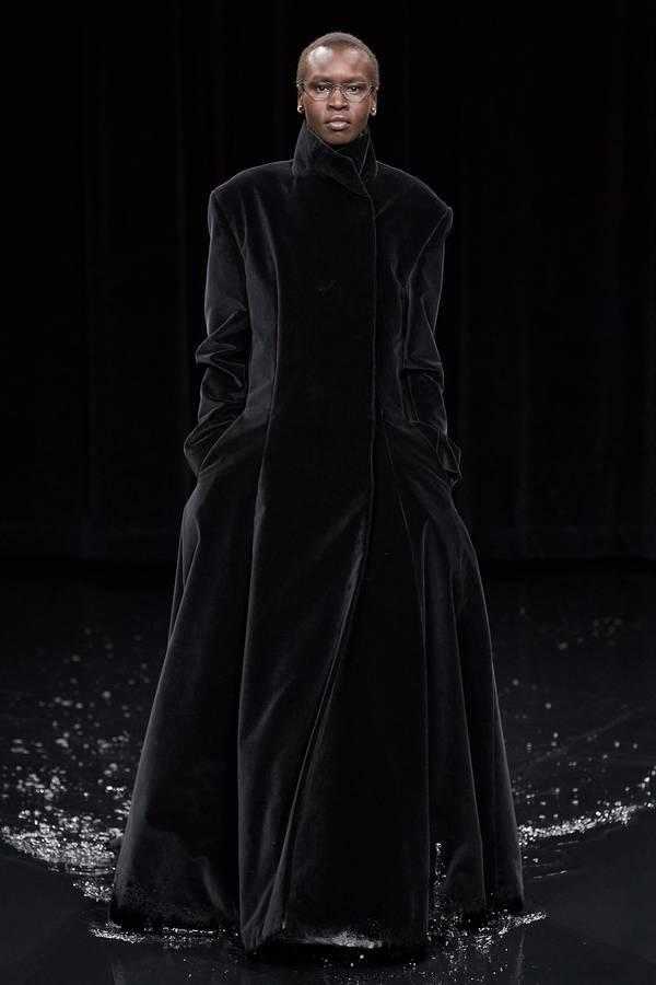 модное черное пальто 2020 2021 Balenciaga