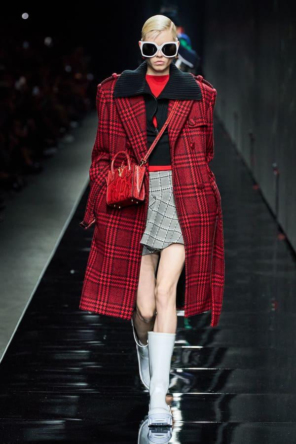 модное пальто Versace в клетку 2020 2021