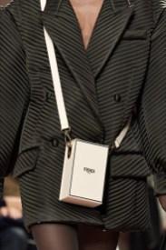 тенденции модные сумки 2020 2021 геометрических форм