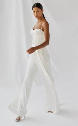 свадебные тенденции 2021 - тренд свадебный комбинезон и брюки