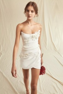 свадебные тенденции 2021 - тренд короткое свадебное платье мини