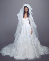 свадебные тенденции 2021 - тренд оборки, рюши и воланы