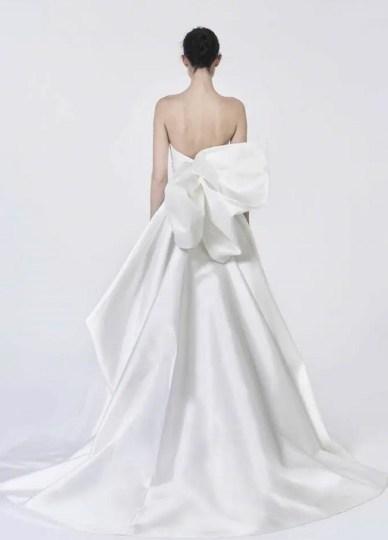 свадебные платья с бантом модный тренд 2021