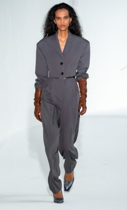 модные костюмы женские 2021 тренд короткий жакет