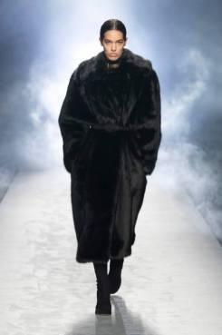 модные пальто из меха 2021 года тенденции