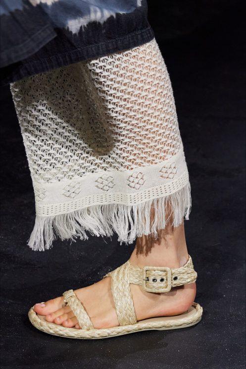 модная обувь весна лето 2021 тренд плетеная обувь