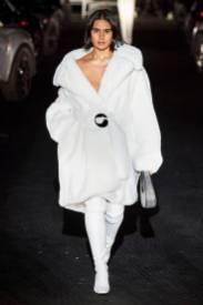 Модные пальто 2021 2022 тренд белое пальто