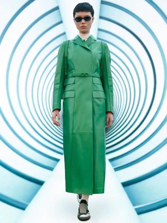 модное пальто 2021 2022 тренд яркое пальто зеленый цвет