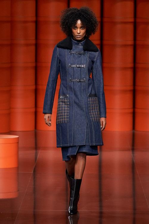 модные тенденции весна и осень 2021 2022 джинсовое пальто