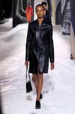 Модные пальто 2021 2022 тренд пальто из кожи