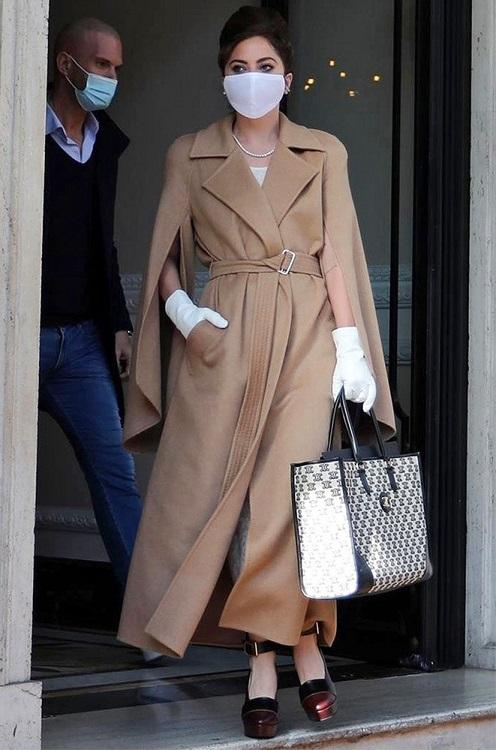 Lady Gaga в модном пальто Max Mara в Риме 2021