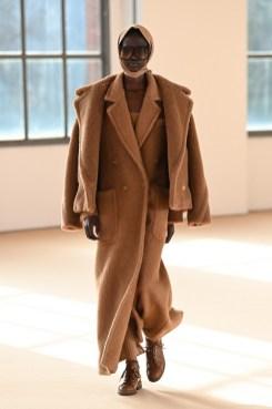 Модные пальто 2021 2022 тренд многослойность