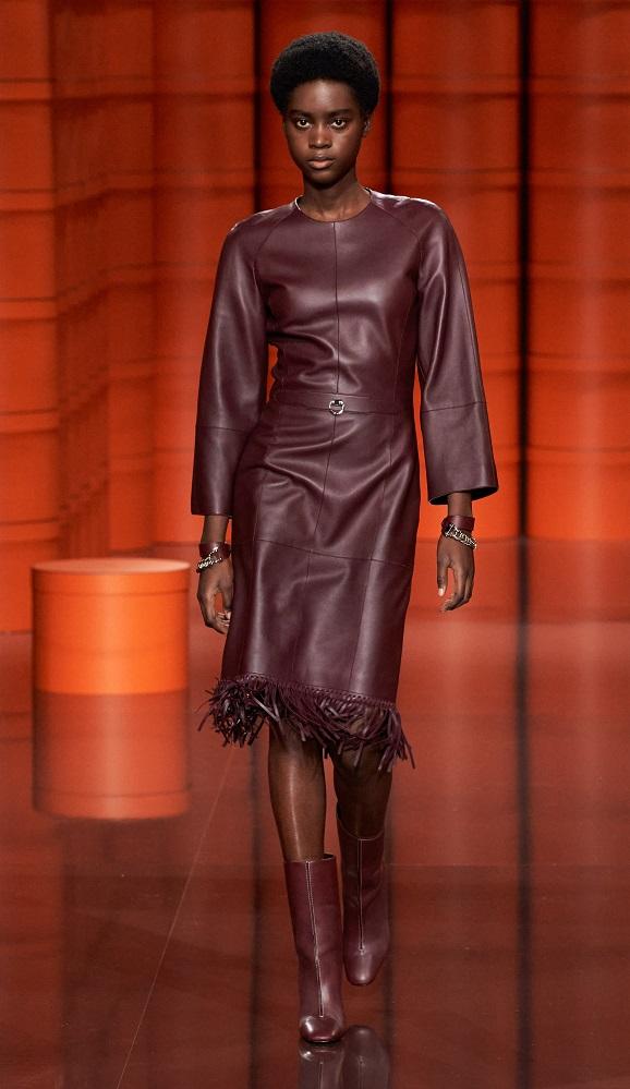модные платья лето 2021 - тренд кожаное платье