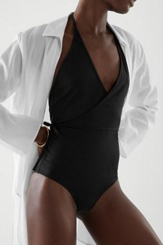 модный черный купальник 2021