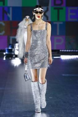 модные тенденции женской одежды осень зима 2021 блестящие вещи