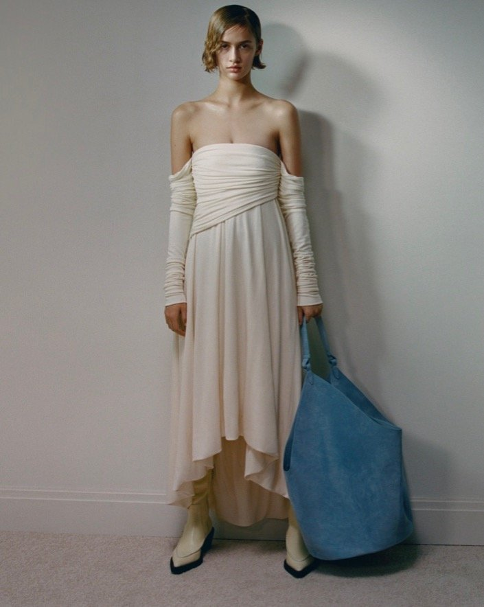 модные тренды осень зима 2021 2022 обнаженные плечи