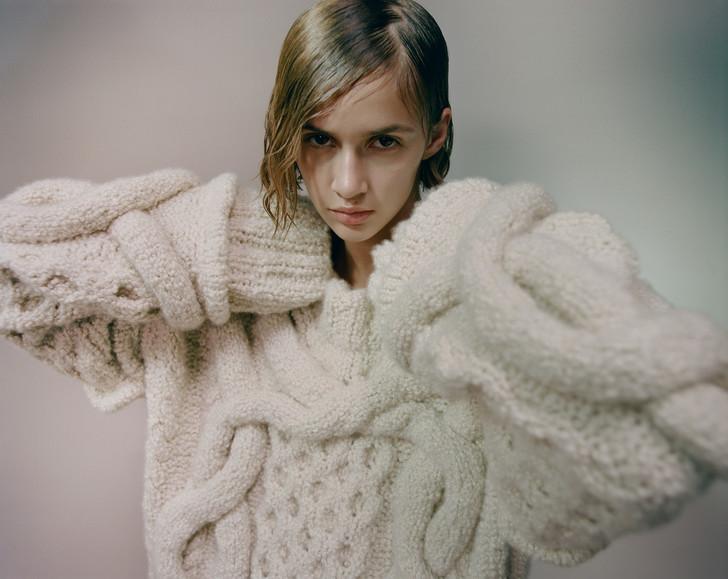 модные тренды осень зима 2021 2022 супер длинные рукова