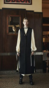 модные тенденции женской моды осень зима 2021 2022 модная вещь жилет