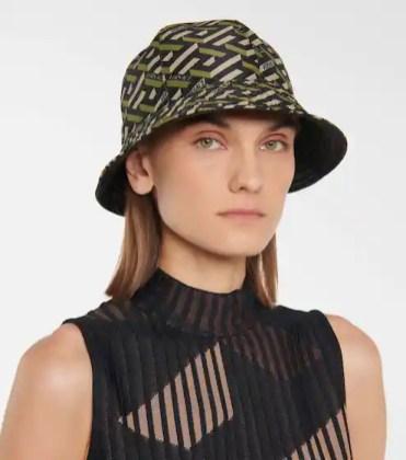 модные шапки осень зима 2021 весна 2022 тренд шляпа ведро Versace