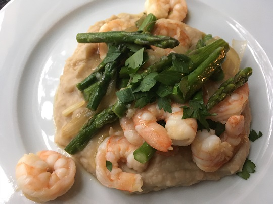 shrimp with asparagus and white bean puree