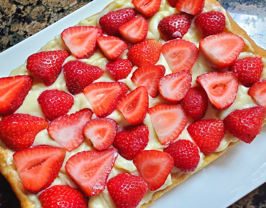 Strawberry tart with puff pastry crust