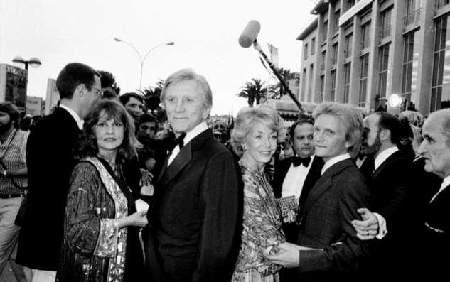 Кирк Дуглас иЭнн Байденс: как старейшей паре Голливуда удалось сохранить любовь
