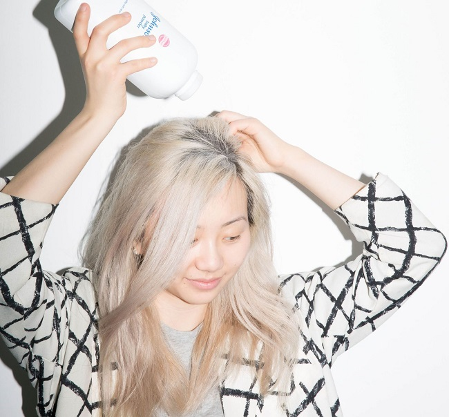 Baby powder for greasy hair