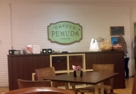 Great little restaurant famous Indo chain but food is better than KFC