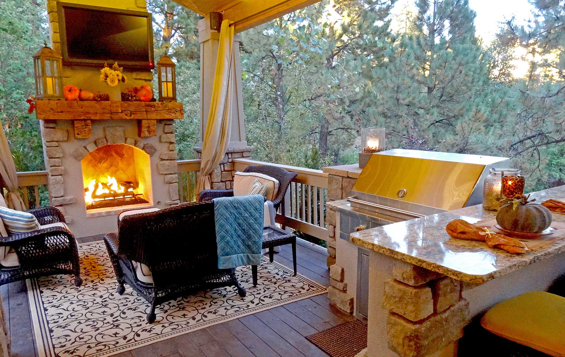 Stunning Cozy All-Weather Outdoor Room In Castle Pines