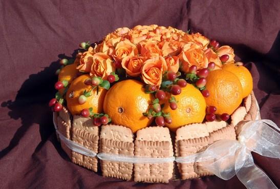 Торта от цветя и лакомства (2)