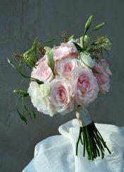 Рози и еустома