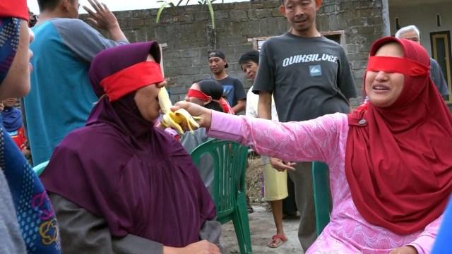Lomba makan pisang.