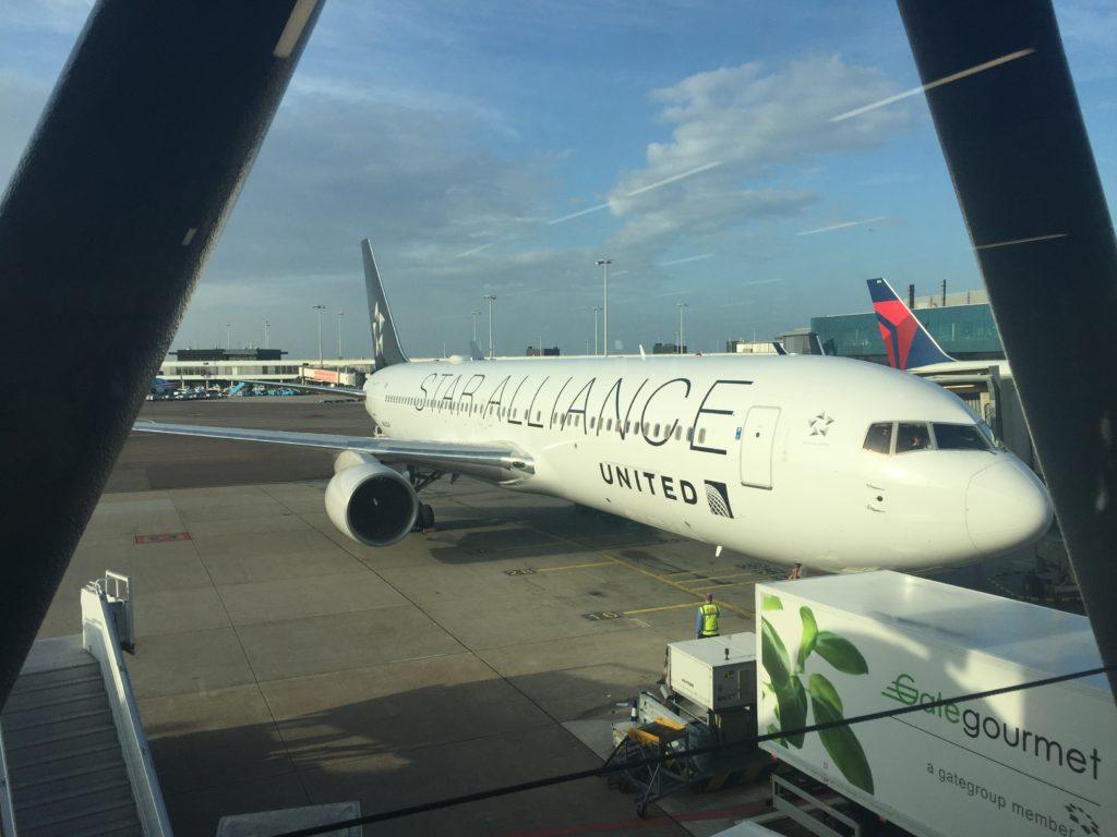 United 767 AMS EWR