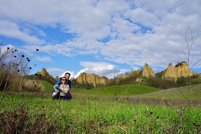 Hike in Chianti couple in field