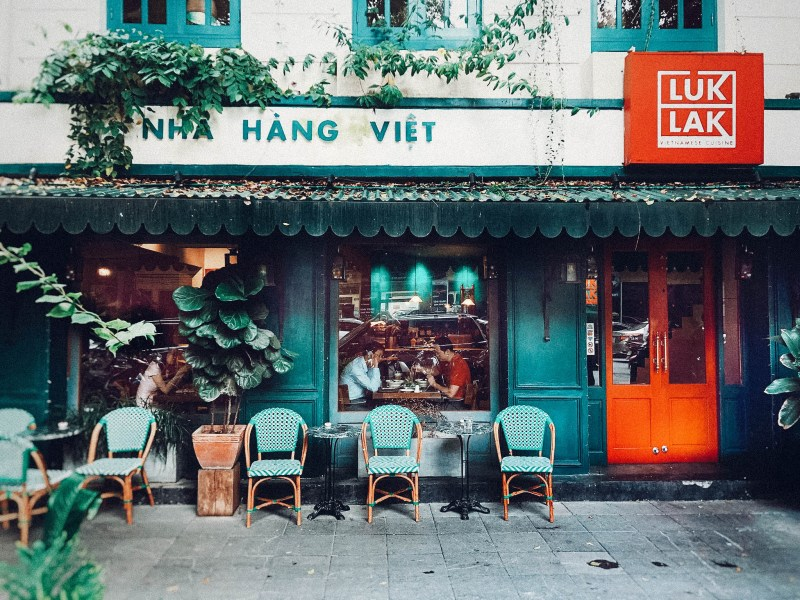 7 Best Restaurants in Hanoi Vietnam. Click and Save this pin! This is a list breaking down the best Hanoi Restaurants you can visit without totally breaking the bank! Hanoi Vietnam, Nice Hanoi Restaurants, Things to do in Hanoi, What to do in Hanoi, Where to eat in Hanoi, What to eat in Hanoi.