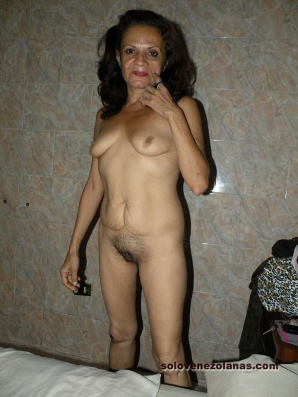 nude around the house pics