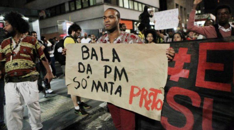 "cartaz ""Bala da PM só mata preto"""