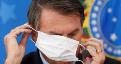 Bolsonaro com máscara no rosto