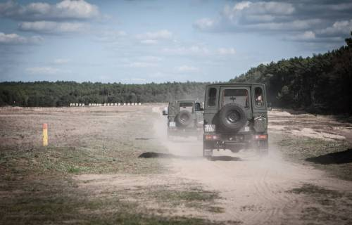 LongShot 2016 samochody wojskowe