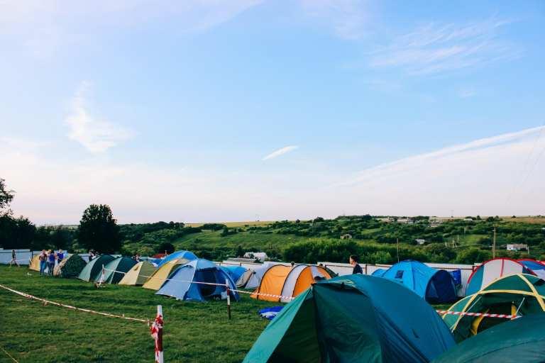 Doradzamy, co zabrać na camping na festiwal
