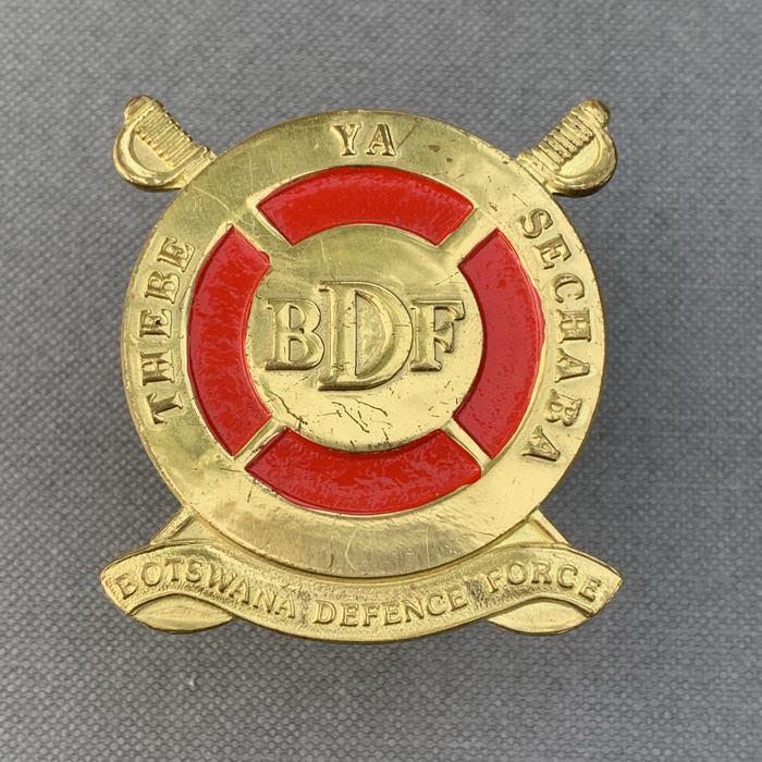 BOTSWANA Defence Force Africa THEBE YA SECHABA Cap Badge Insignia 1990