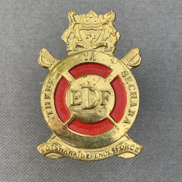 BOTSWANA Defence Force Africa THEBE YA SECHABA Officers Cap Badge Insignia 1990